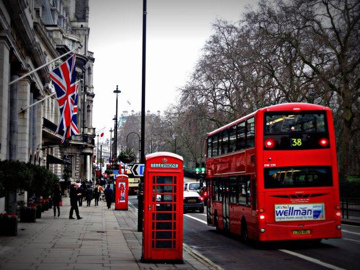 london-street-phone-cabin-163037-700x525-1